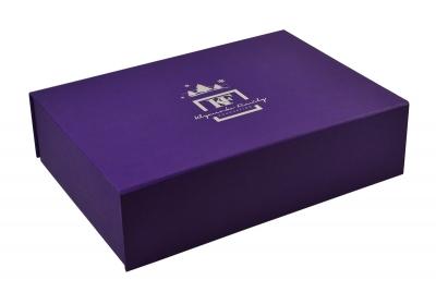 Фирменная коробка-книжка с клапаном на магните для подарка