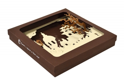 Фирменная коробка с фигурной вырубкой из дизайнерских материалов