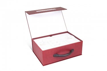корпоративная упаковка чемодан с ручкой навесной