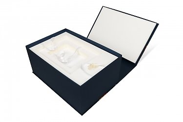 коробки с откидной крышкой и ложементом