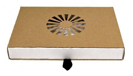 Картонная коробка-пенал с вырубным узором