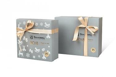 изготовление коробок с логотипом и атласными лентами