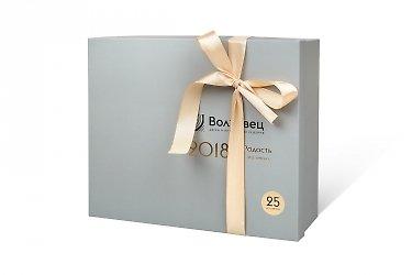 изготовление коробок с логотипом атласная лента