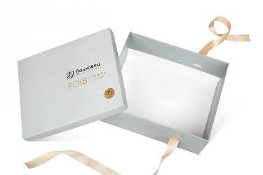 изготовление коробок с логотипом большим тиражом