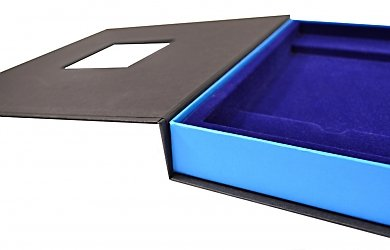 Фирменная коробка с флокированным ложементом