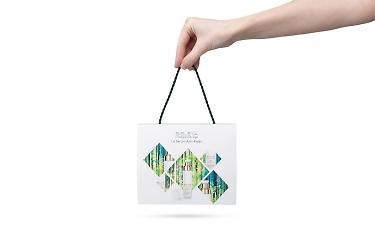 упаковка коробочки в брендированный пакет
