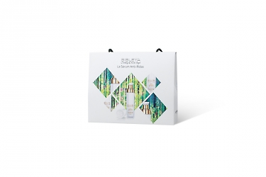 упаковка коробочки в фирменный пакет
