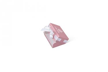 изготовление подарочной упаковки с лентой для бижутерии
