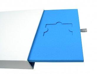 Упаковка-слайдер под заказ для шести пластиковых карт и полиграфии
