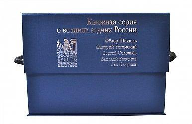 Фирменная коробка с клапаном на магните для набора книг