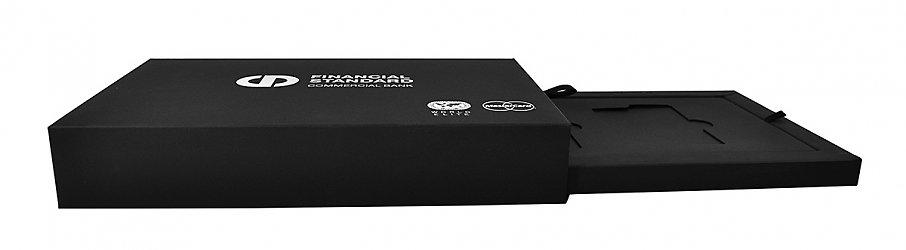 Дизайнерская коробка-слайдер с подсветкой для комплекта пластиковых карт