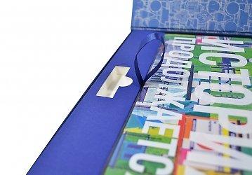 Фирменная коробка с ложементом для флешки