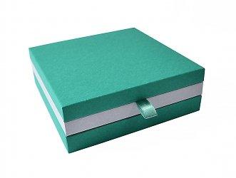 Коробка на магнитах для значка и буклета