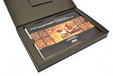 Коробка-книжка с внутренним ложементом для буклета