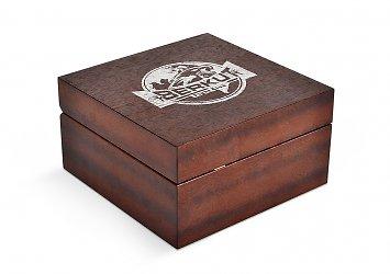 деревянная коробка-шкатулка на петлях