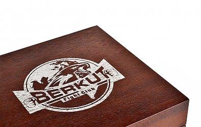 деревянная коробка-шкатулка с гравировкой логотипа