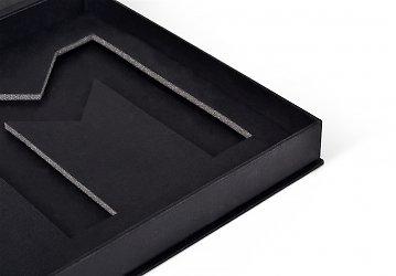 упаковка премиум из дизайнерского картона с изолоновым ложементом