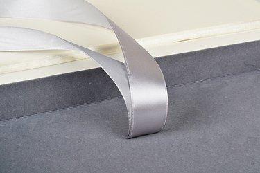 упаковка для флешек с блокированным ложементом и лентами