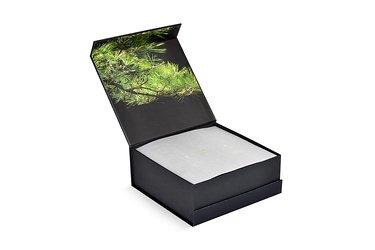 печать на коробках и тиснение золотой фольгой