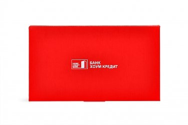 картонная упаковка с логотипом банка