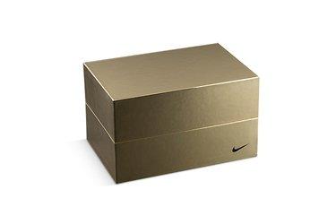 подарочные упаковки золотого цвета в футляре