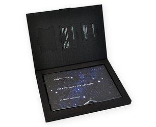 Коробка из дизайнерской бумаги с тиснением для пластиковых карт и буклета