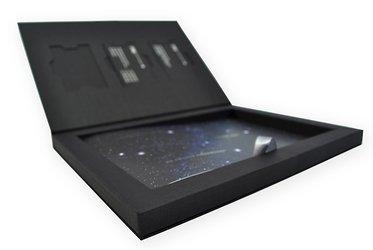 Коробка-книжка с тиснением для эксклюзивных банковских карт