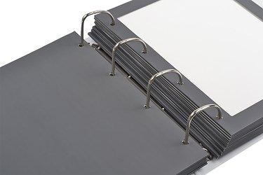 изготовление папок с кольцевым механизмом для вашей продукции