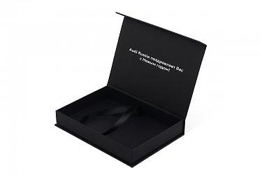 производство подарочных коробок с логотипом и лентой