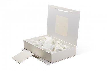 подарочная упаковка с ложементом с драпировкой тканью