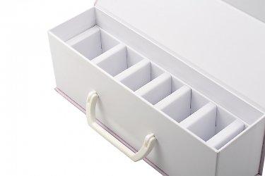 коробки с откидной крышкой и перегородками
