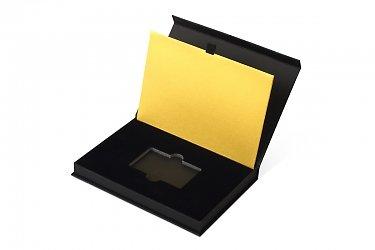 упаковка для пластиковой карты с тиснением