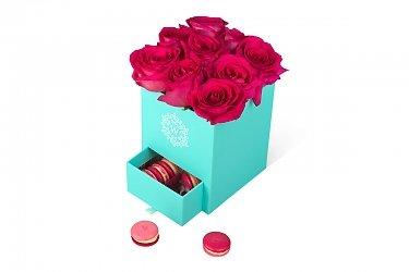 обычные и круглые коробки для цветов