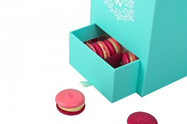 круглые и прямоугольный коробки для цветов и пирожных