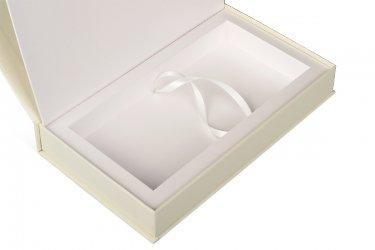 подарочная упаковка с лентой