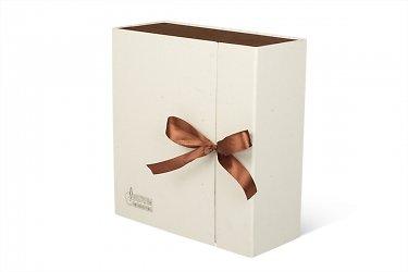 коробки для корпоративных подарков с атласными лентами