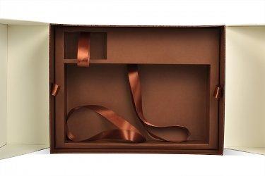 коробки для подарков с ложементом и лентами