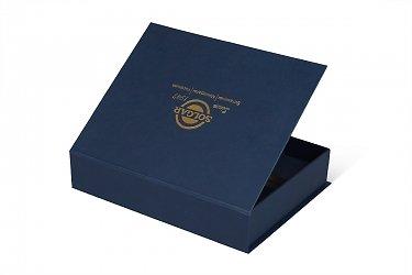подарочная упаковка с логотипом тисненным золотом
