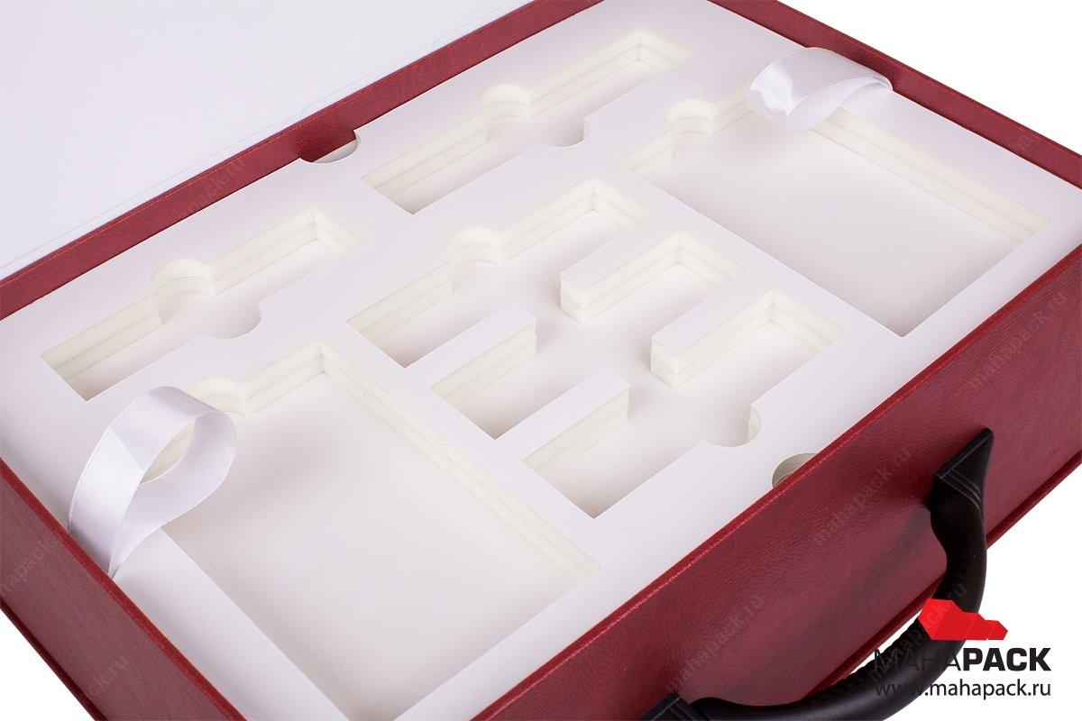 корпоративная упаковка чемодан с изолоновым ложементом