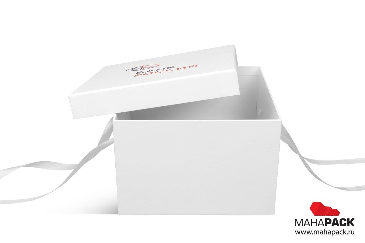 подарочная коробка с лентами