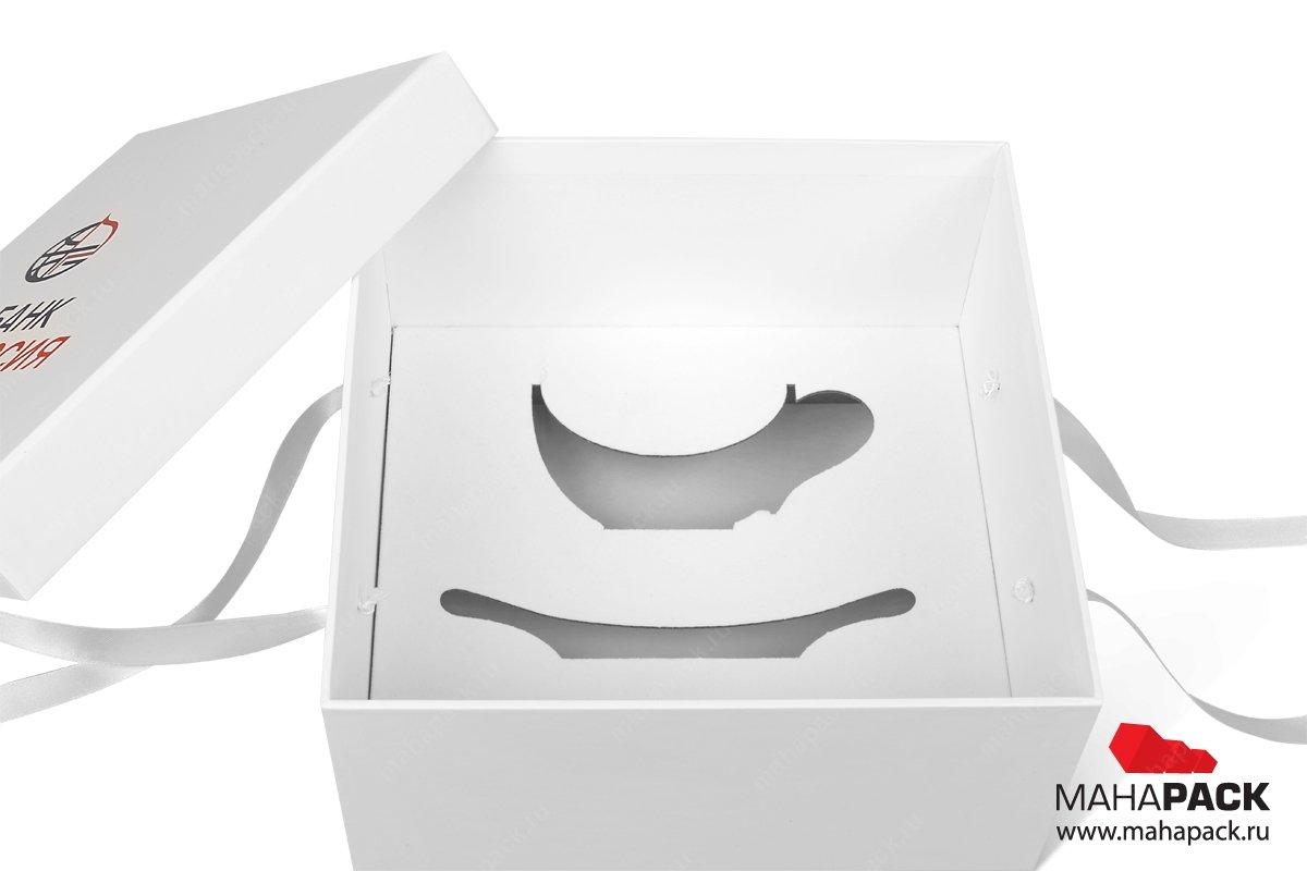 подарочная коробка с лентами и ложементом для чайной пары