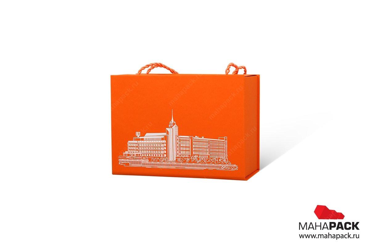 картонная упаковка с логотипом ручки из витого шнура