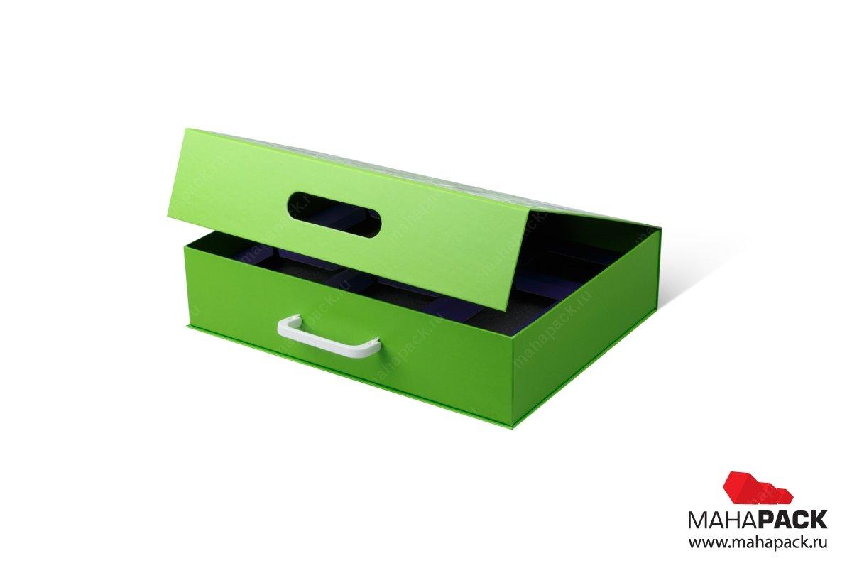 Коробка на магните из дизайнерской бумаги