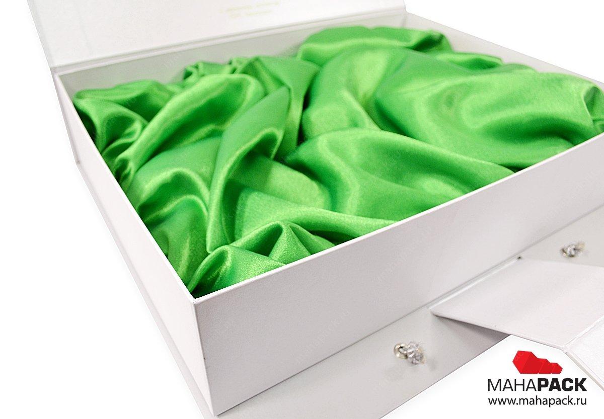 Подарочный кашированный чемодан с ложементом