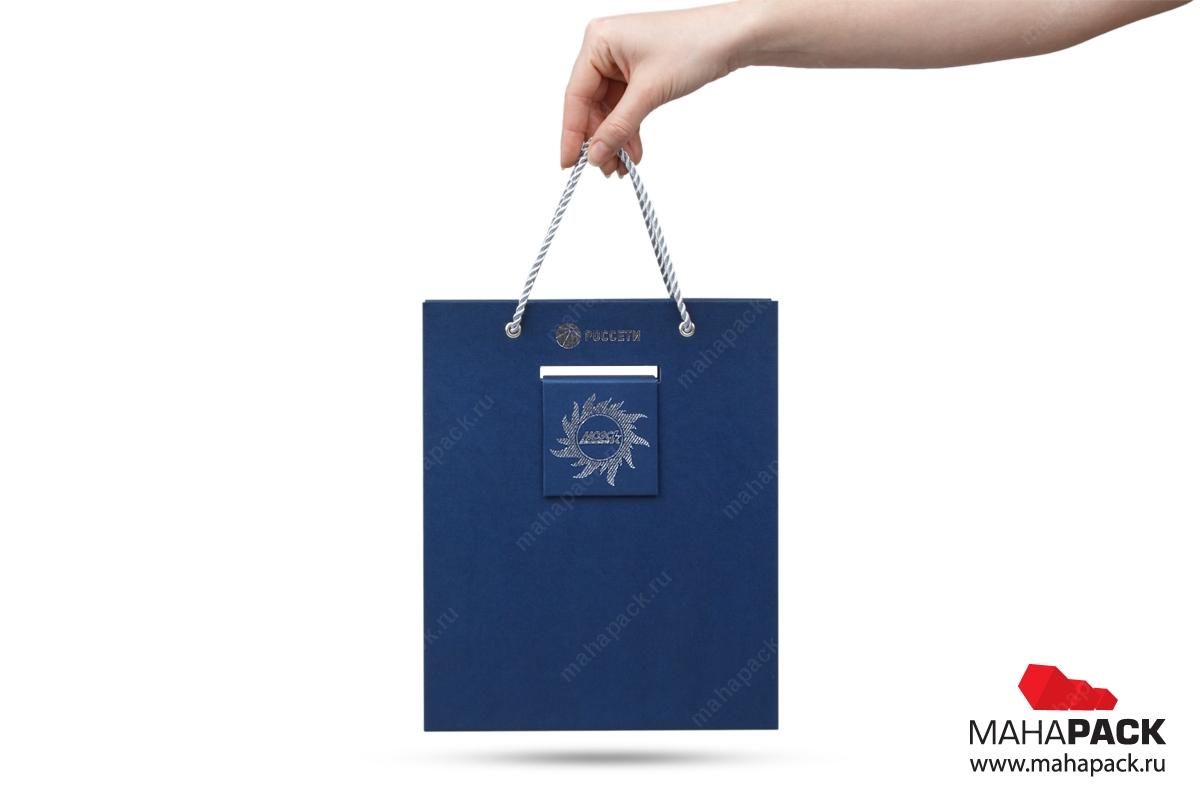 подарочная упаковка с логотипом в виде чемодана