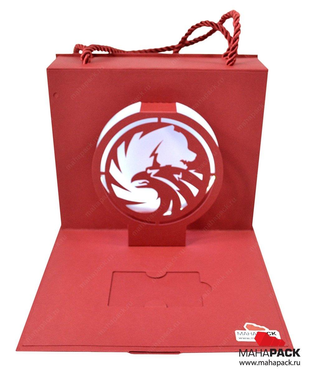 Фирменная упаковка с вырубным логотипом