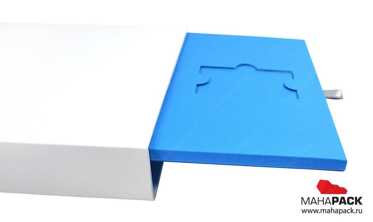 Стильная упаковка-слайдер для пластиковых карт