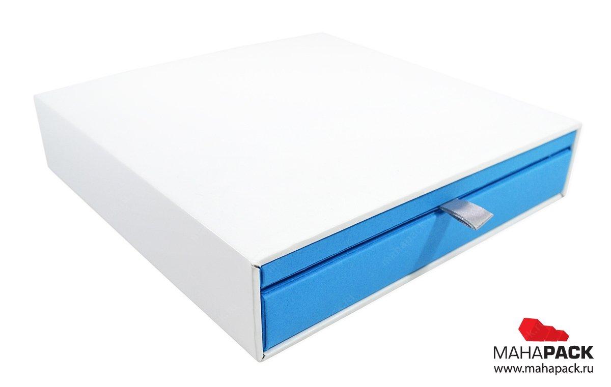Дизайнерская упаковка-слайдер для шести пластиковых карт и полиграфии