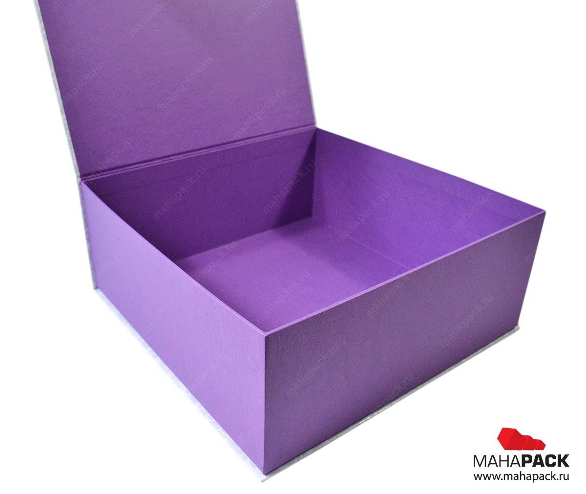 Фирменная коробка с клапаном на магните