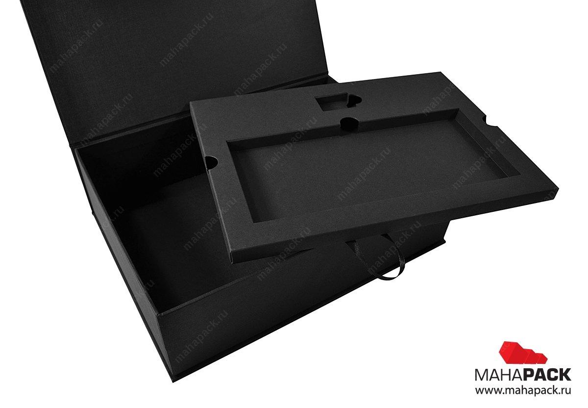 Коробка с ложементом из дизайнерского картона